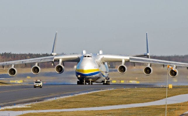 Antonov An 225 front view