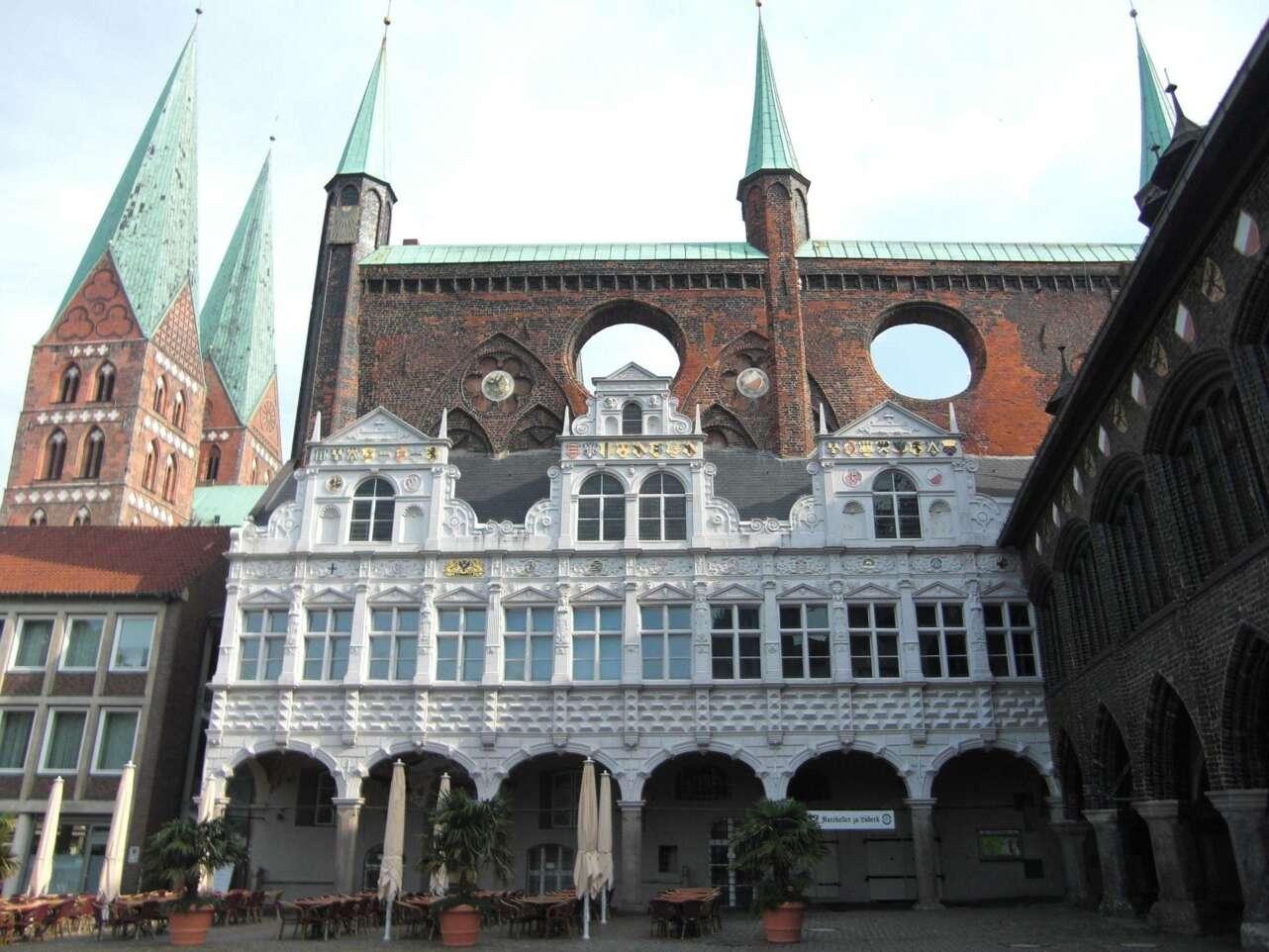 Ayuntamiento y torres de Marienkirche. Foto Jens Junge Pixabay