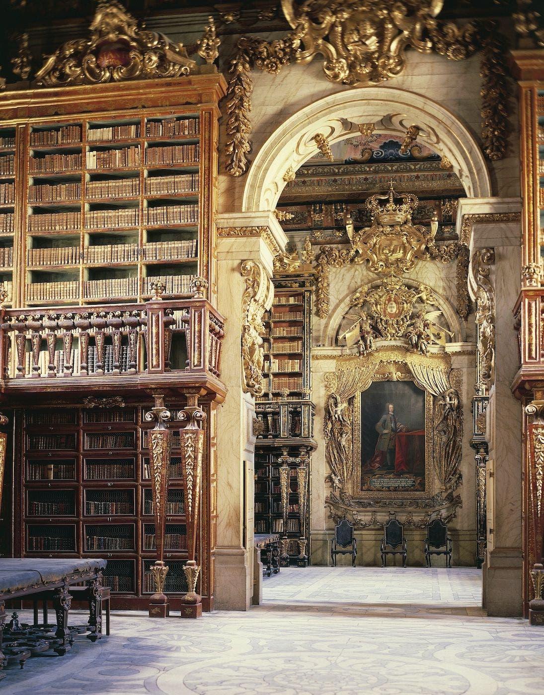 Biblioteca Joanina de la Universidad de Coimbra. Foto Getty Images.