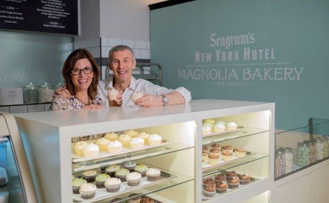 Bobbie and Steve en Magnolia Bakery.