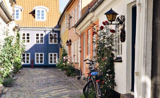 Calle Hjelmerstald, en el centro histoÌrico de Aalborg