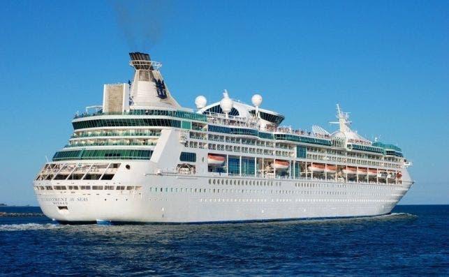 cruise ship holidays cruise vacation cruises ocean blue sky at sea cruise liner 1107318