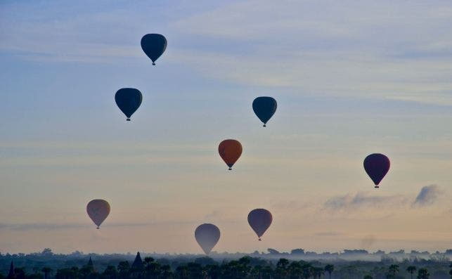 Globos aerostaÌticos Bagan. Foto Sebastien Goldberg Unsplash