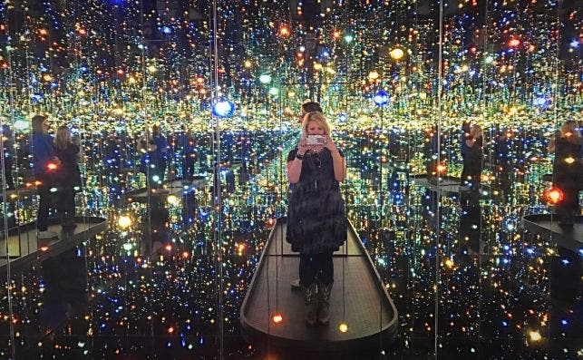 infinity mirror selfie