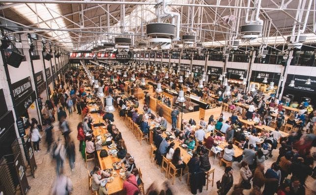 Mercado da Ribeira ambiente.