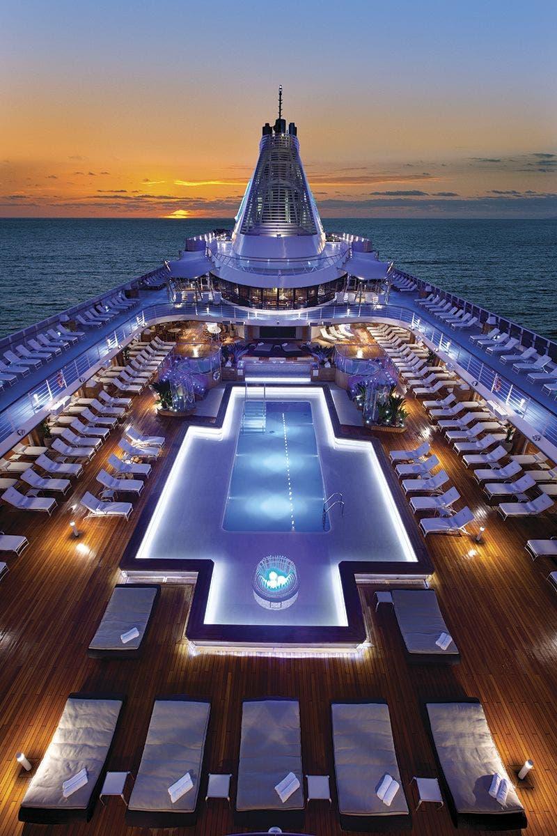 Pool deck Insignia, Oceania Cruises.