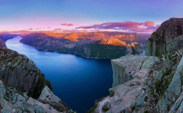 Preikestolen Panoramic Sunset2NEW2SHARPENREADY 1PERFECT2 1