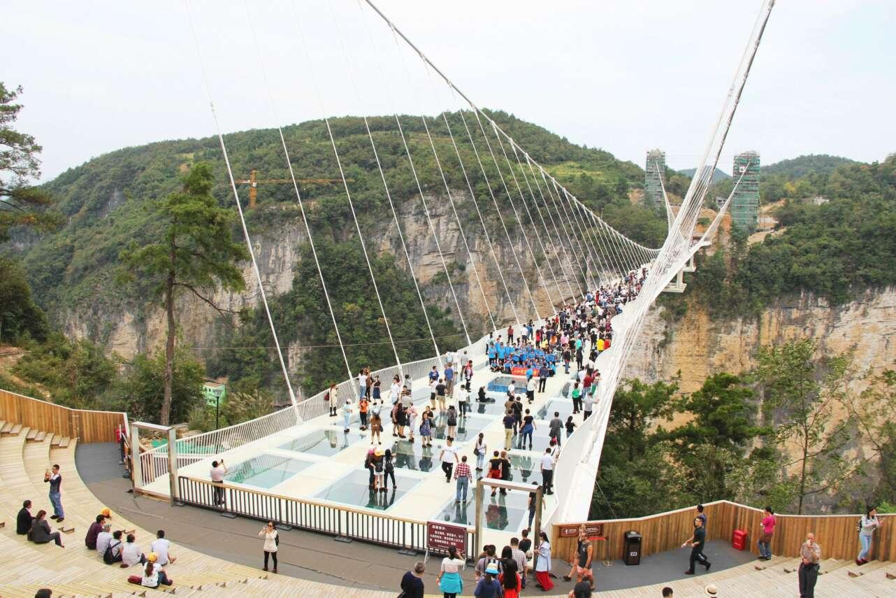 Puente de vidrio de Zhangjiajie, en China. Foto: Wikicommons/CC by 4.0 (dominio público)
