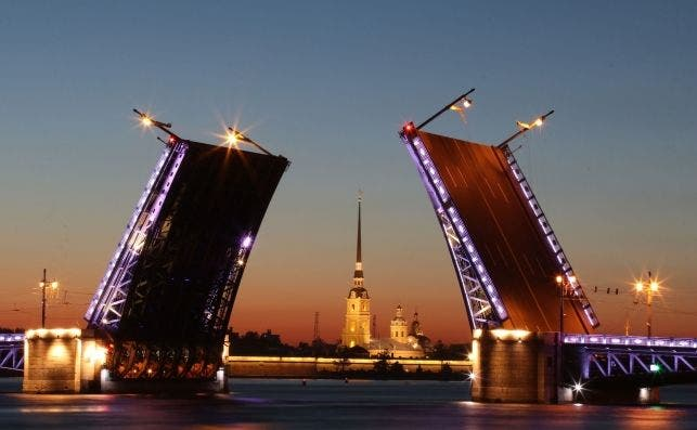 San Petersburgo en la noche blanca. Foto KiraHundeDog Pixabay.