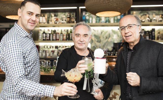 Simone Caporale, Ferran AdriaÌ€ y Javier de las Muelas PresentacioÌn Bullipedia II x Bacardi