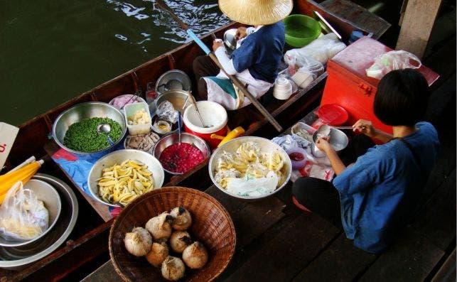 Taling Chan Floating Market in Taling Chan District, Bangkok, Thailand 2