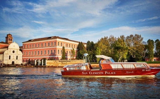 Terraza Acquerello y servicio de barca. Foto Palacio de San Clemente Kempinski.