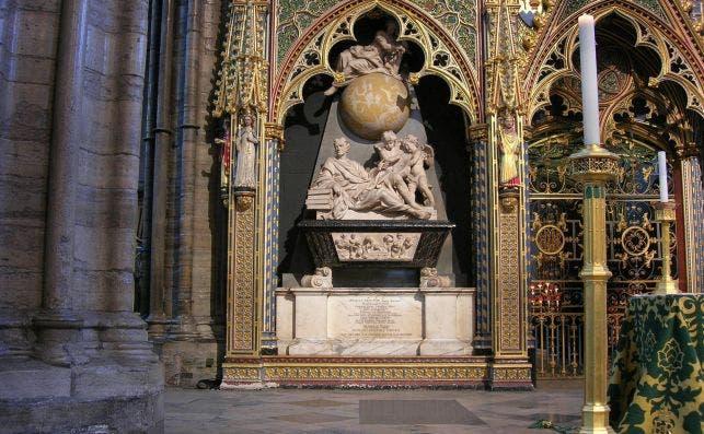 Tumba de Isaac Newton. Foto Wikimedia Commons.