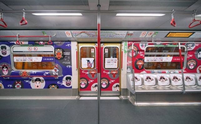 Vagón inspirado en la ópera cantonesa. Foto Turismo de Hong Kong.