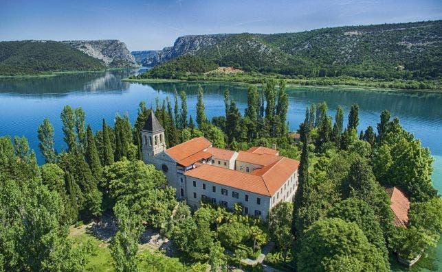 Visovac, en el riÌo Krka. Foto Ivo Biocina Turismo de Croacia.