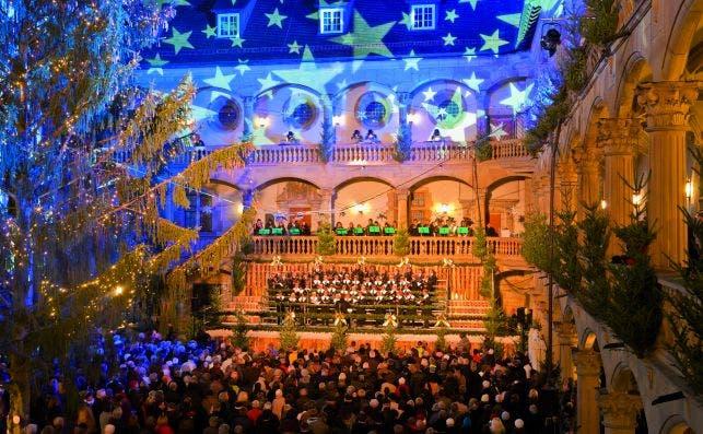 Apertura del mercadillo navideño con coros. Foto: Turismo de Stuttgart.
