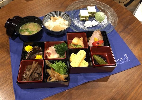 Cada destino elegido tiene un tipo de comida diferente. Foto: First Airlines.