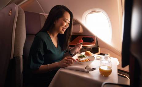 Experiencia gastronómica en la clase business del A380. Foto: Singapore Airlines