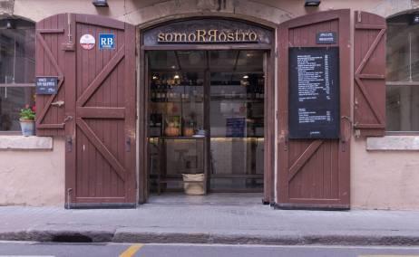 Fachada del restaurante Somorrostro, en Barceloneta