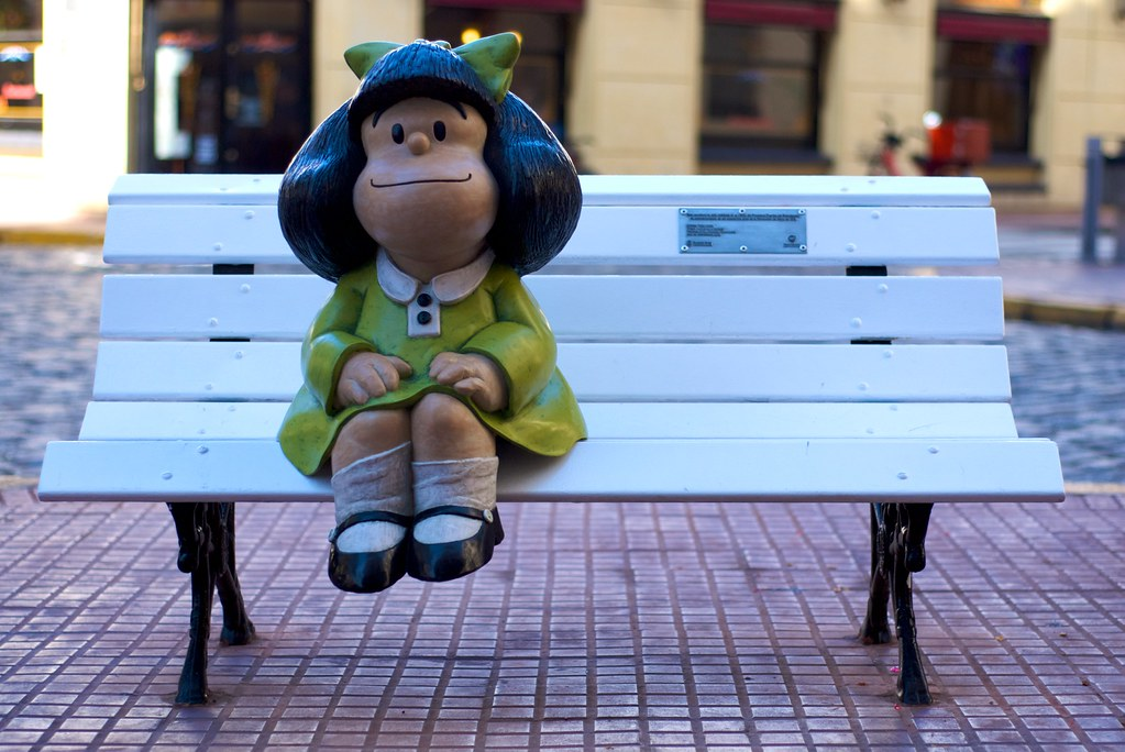 Estatua de Mafalda en San Telmo, Buenos Aires.