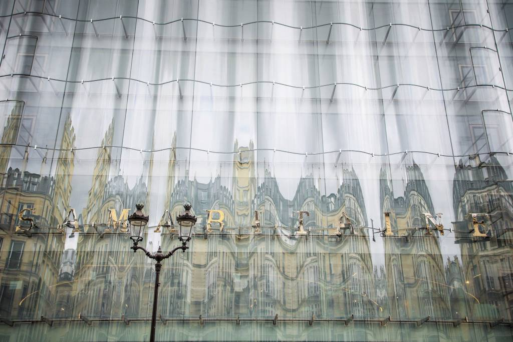 El elemento futurista obra de Sanaa en una de las fachadas. Foto Christophe Petit Tesson EFE EPA