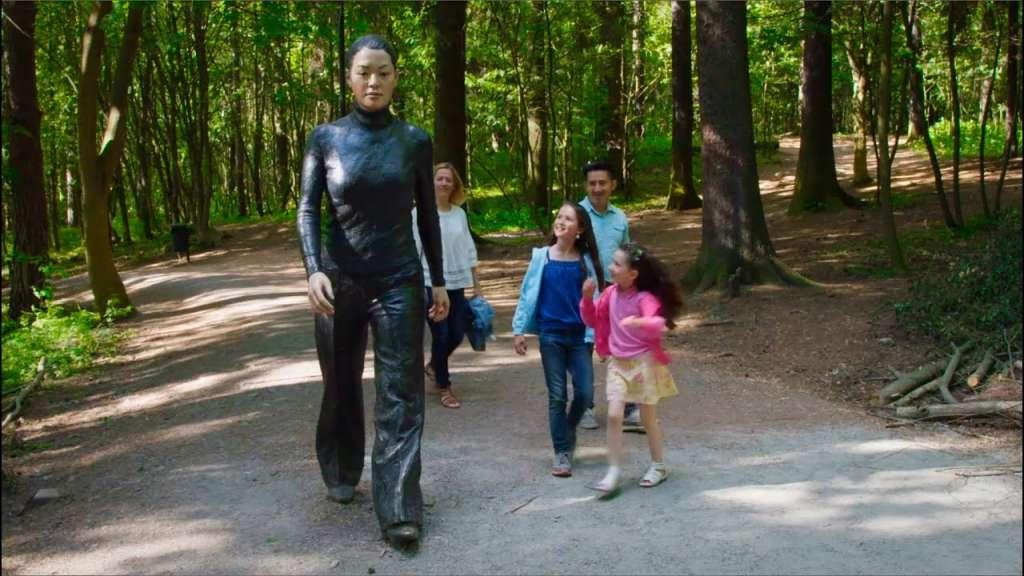 Mujer caminante de Sean Henry2. Foto ekebergparken