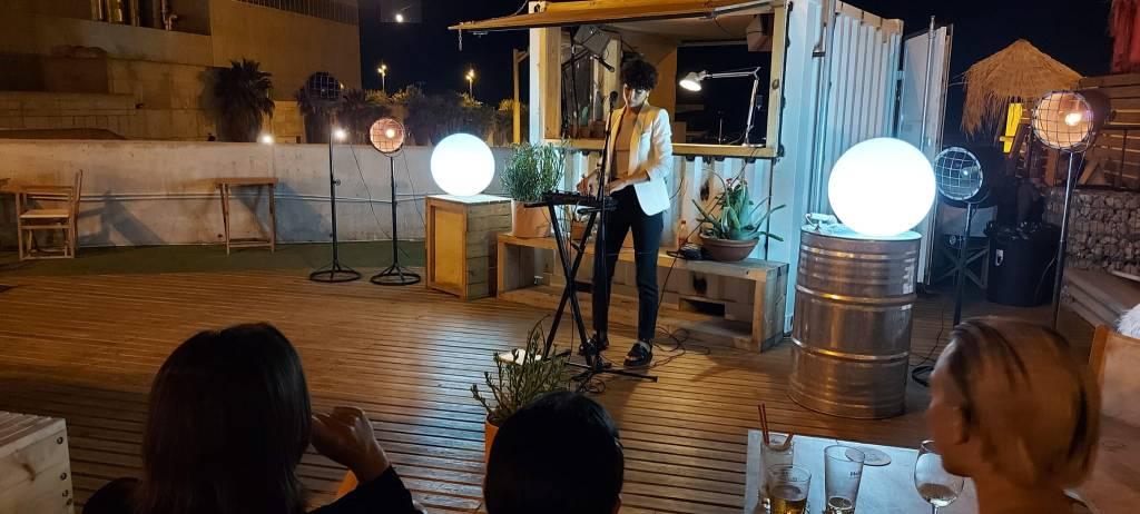 Presentaciones musicales por la noche. Foto: JP Chuet-Missé