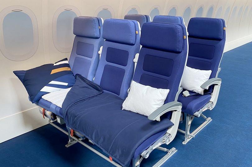 Cama en económica. Foto Lufthansa