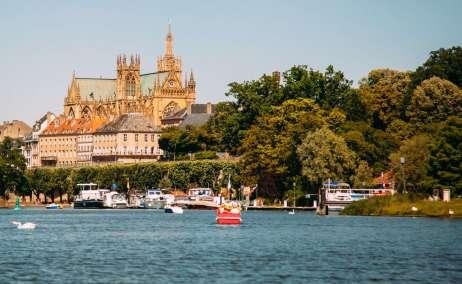 Metz desde el lago. Foto David Grandmougin-Unsplash