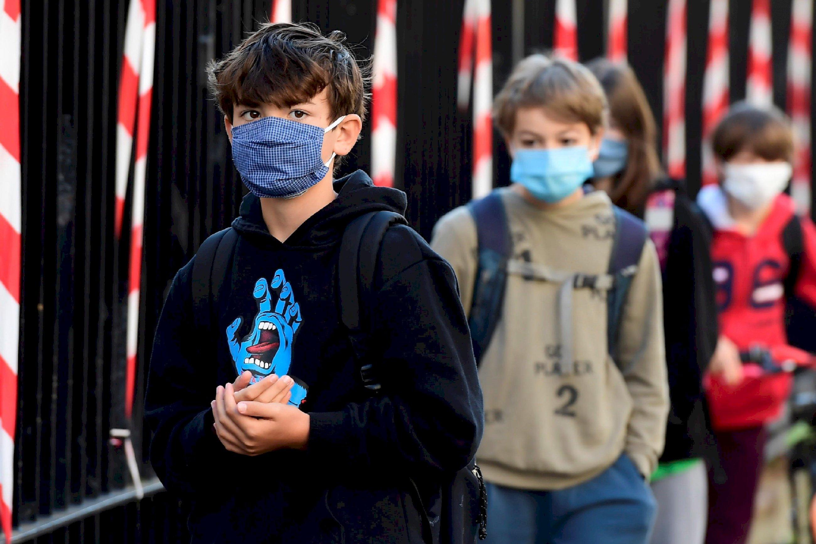 Los niños podrían contagiar coronavirus tras tres semanas después de dar positivo. EFE/Caroline Blumberg
