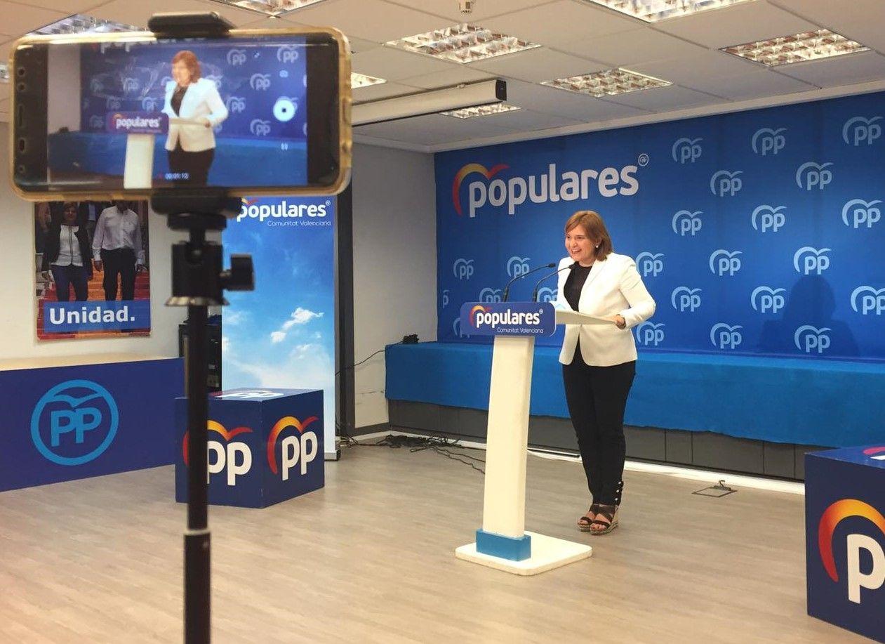 Isabel Bonig en la sede del PP.