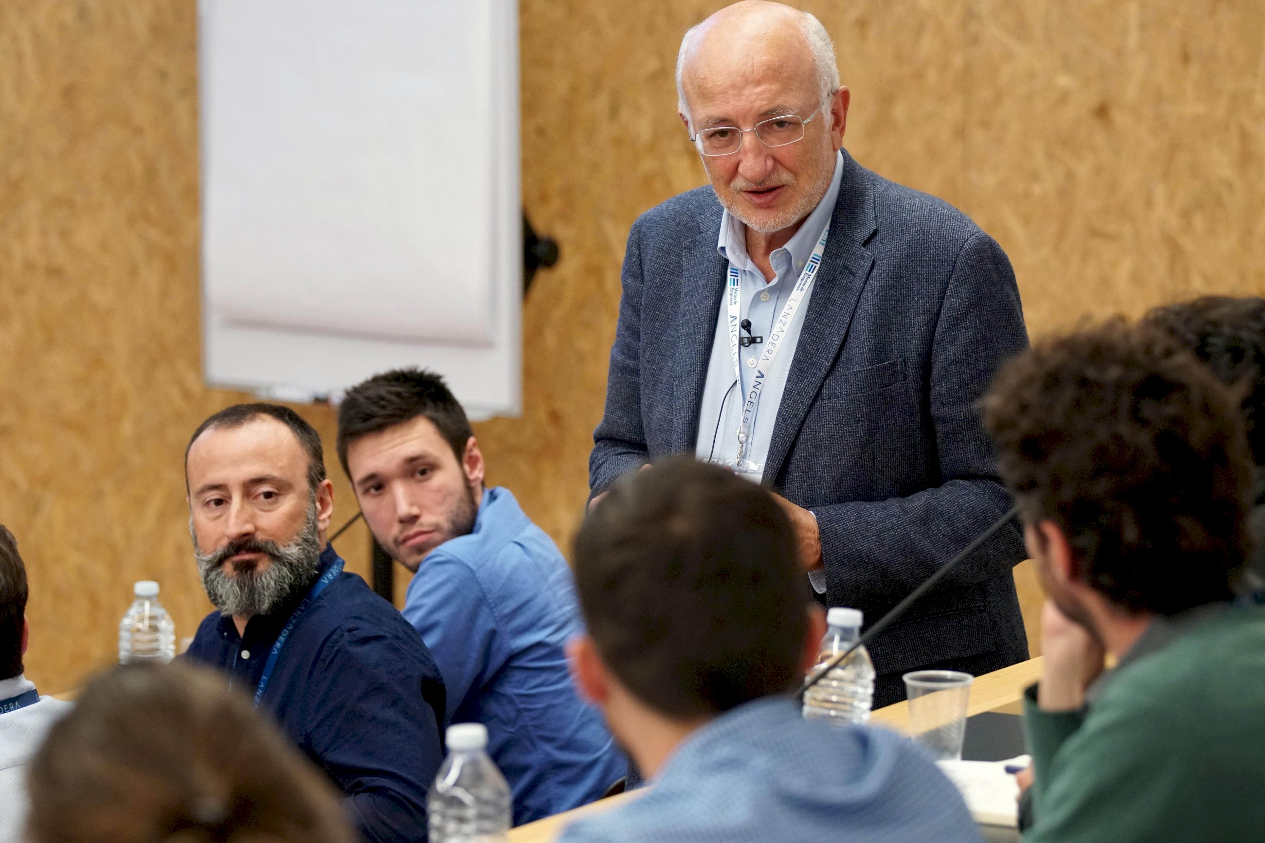 juan roig impulsor de lanzadera en una sesion con emprendedores