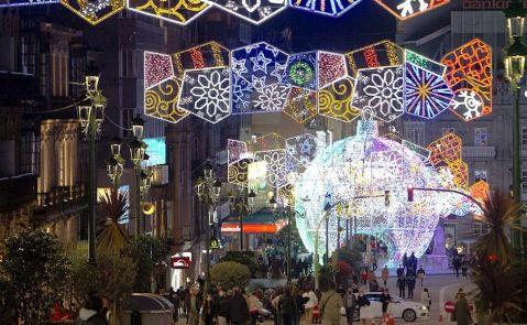 Encendido de luces de Navidad en Vigo, acto marcado este año por el Covid. EFE/Salvador Sas