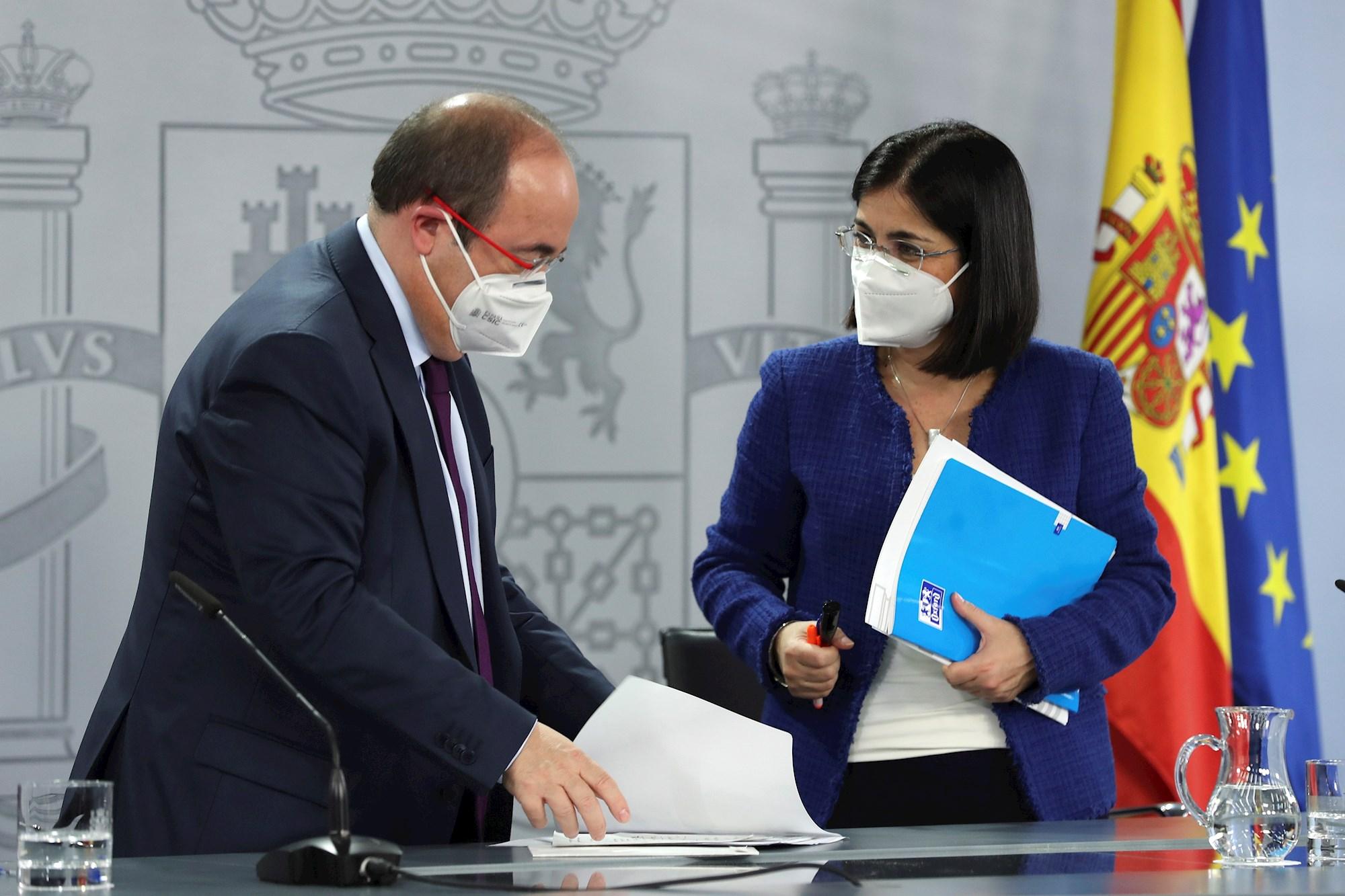El ministro de Política Territorial, Miguel Iceta, y la ministra de Sanidad, Carolina Darias, ofrecen una rueda de prensa tras el Consejo Interterritorial de Sanidad este jueves en Madrid. EFE/Kiko Huesca
