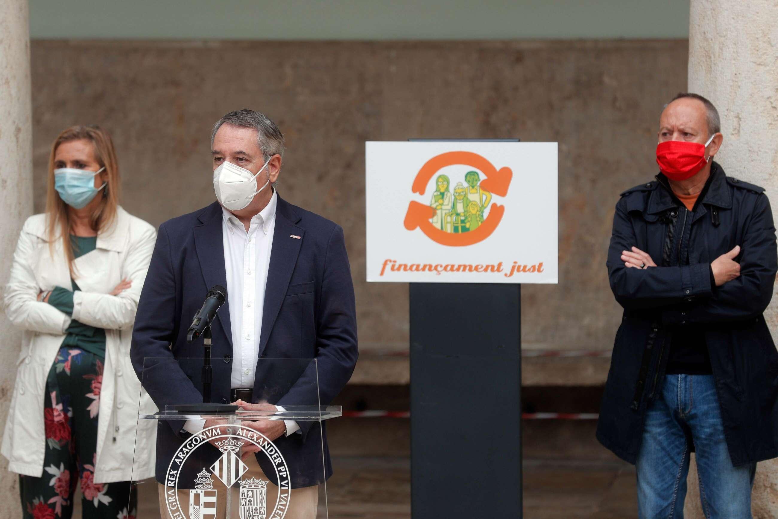 El secretario general de CCOO PV, Arturo León, interviene en un acto público, días antes de presentar su dimisión por haberse vacunado de coronavirus. EFE/Kai Försterling