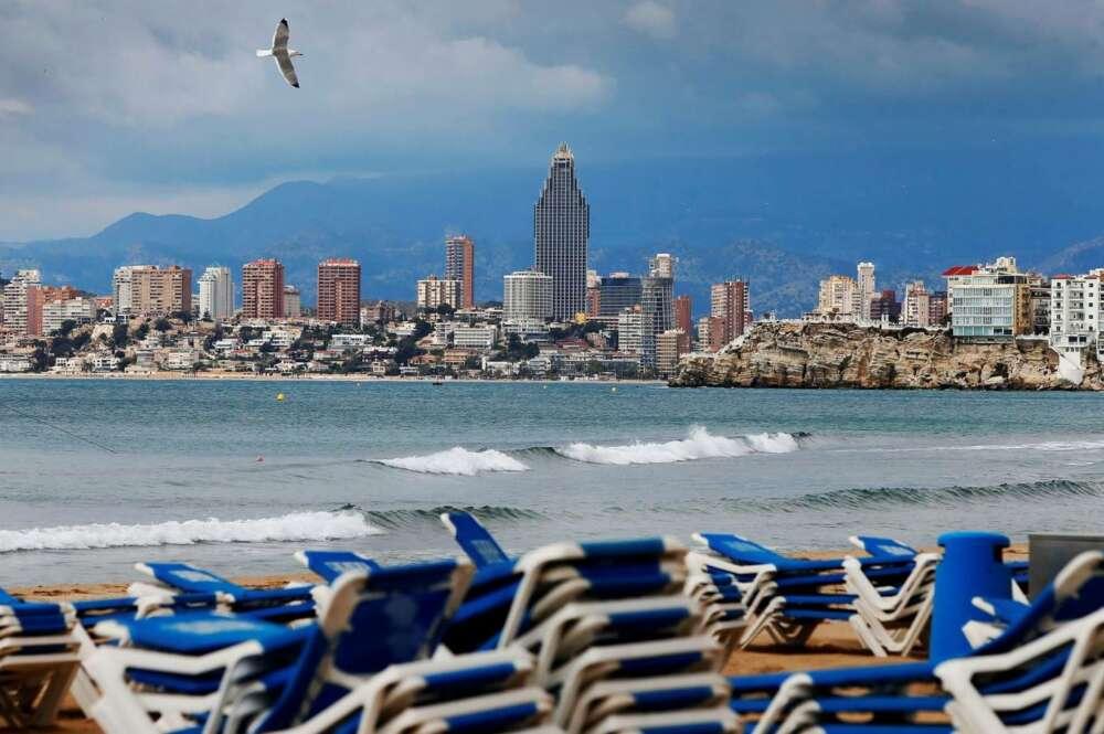 el desplome de las pernoctaciones hoteleras se modera en agosto con una caida del 64
