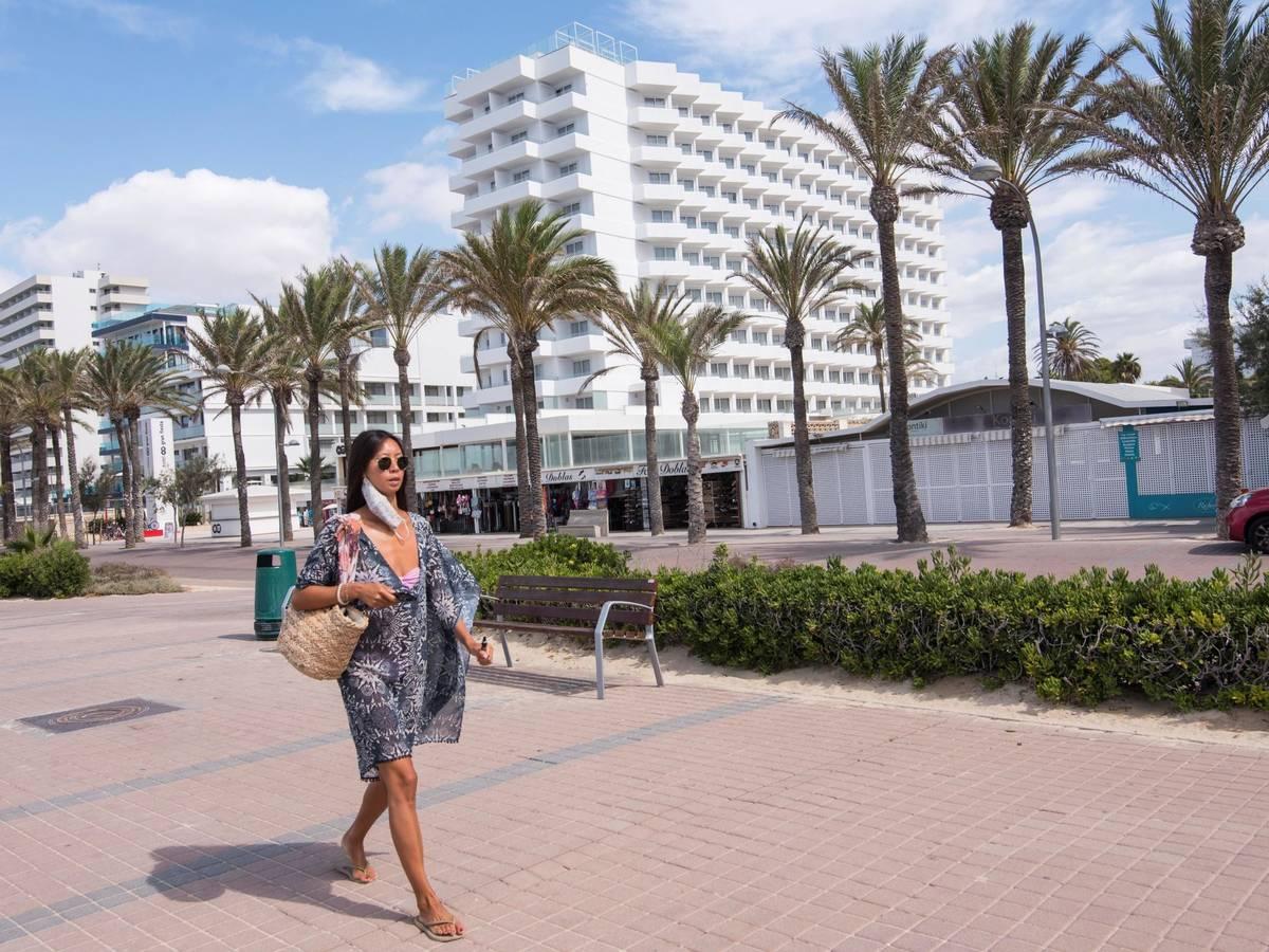nuestra joya turistica sale a la venta cientos de hoteles ahogados buscan comprador