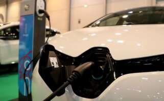 revolucion en el coche electrico espana pasara de 4 800 a 90 000 puntos de recarga