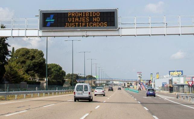 En España se avisa en las carreteras de las medidas de confinamiento | EFE/JC
