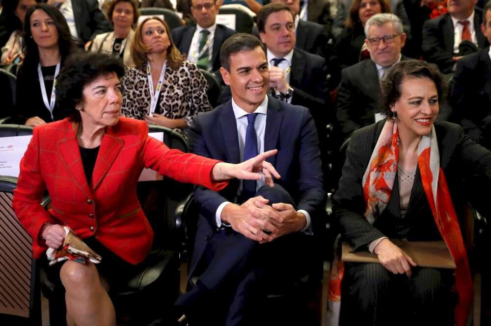 Isabel Celáa, Pedro Sánchez y Magdalena Valerio en un acto en el Museo del Prado, el 13 de noviembre. Foto: EFE/CM