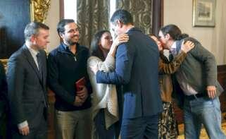 De izquierda a derecha: Iván Redondo, Alberto Garzón, Irene Montero, Pedro Sánchez, Adriana Lastra y Pablo Iglesias, celebrando tras la investidura del presidente del Gobierno, en enero de 2020 | EFE/Archivo