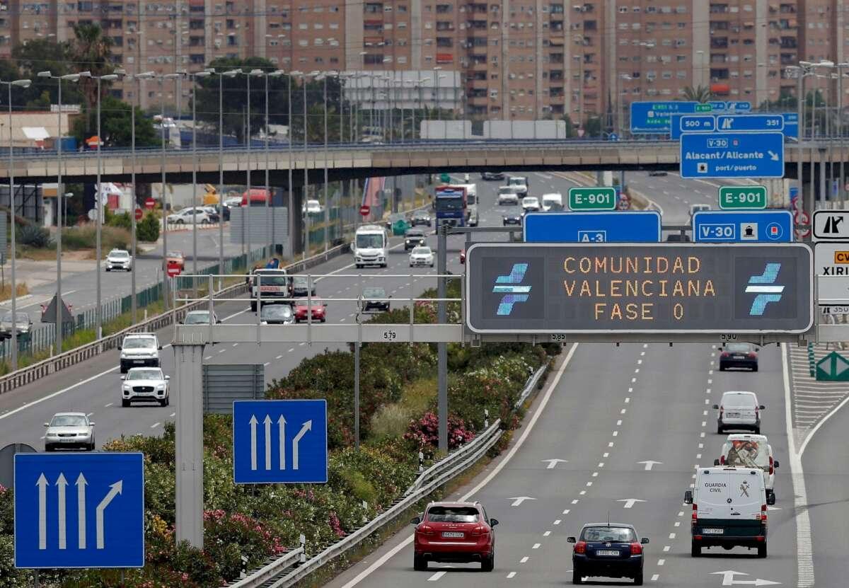 Vista general de la entrada a Valencia por la A-3. Foto: Efe/Kai Försterling