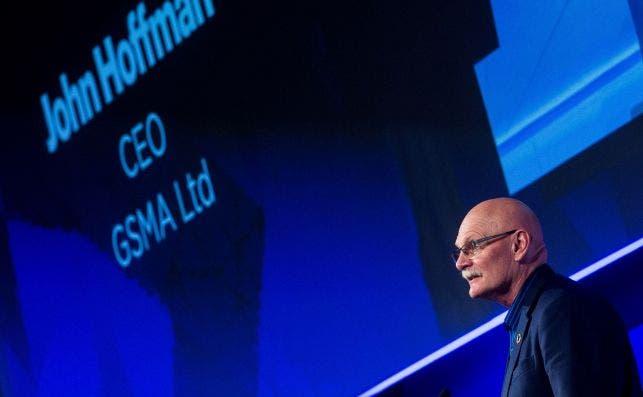El consejero delegado de GSMA, John Hoffman, durante su conferencia de clausura del Mobile World Congress 2018, en Barcelona. Foto: Archivo/EFE/QG