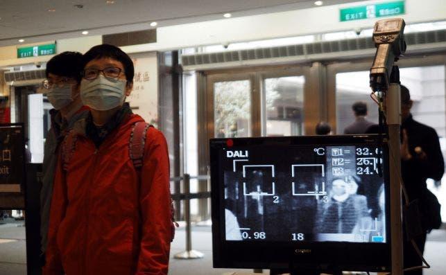 Un escáner término en el aeropuerto de Taipei, Taiwán, para mediar la temperatura de los pasajeros por el coronavirus, el 2 de marzo de 2020 | EFE/EPA/DC