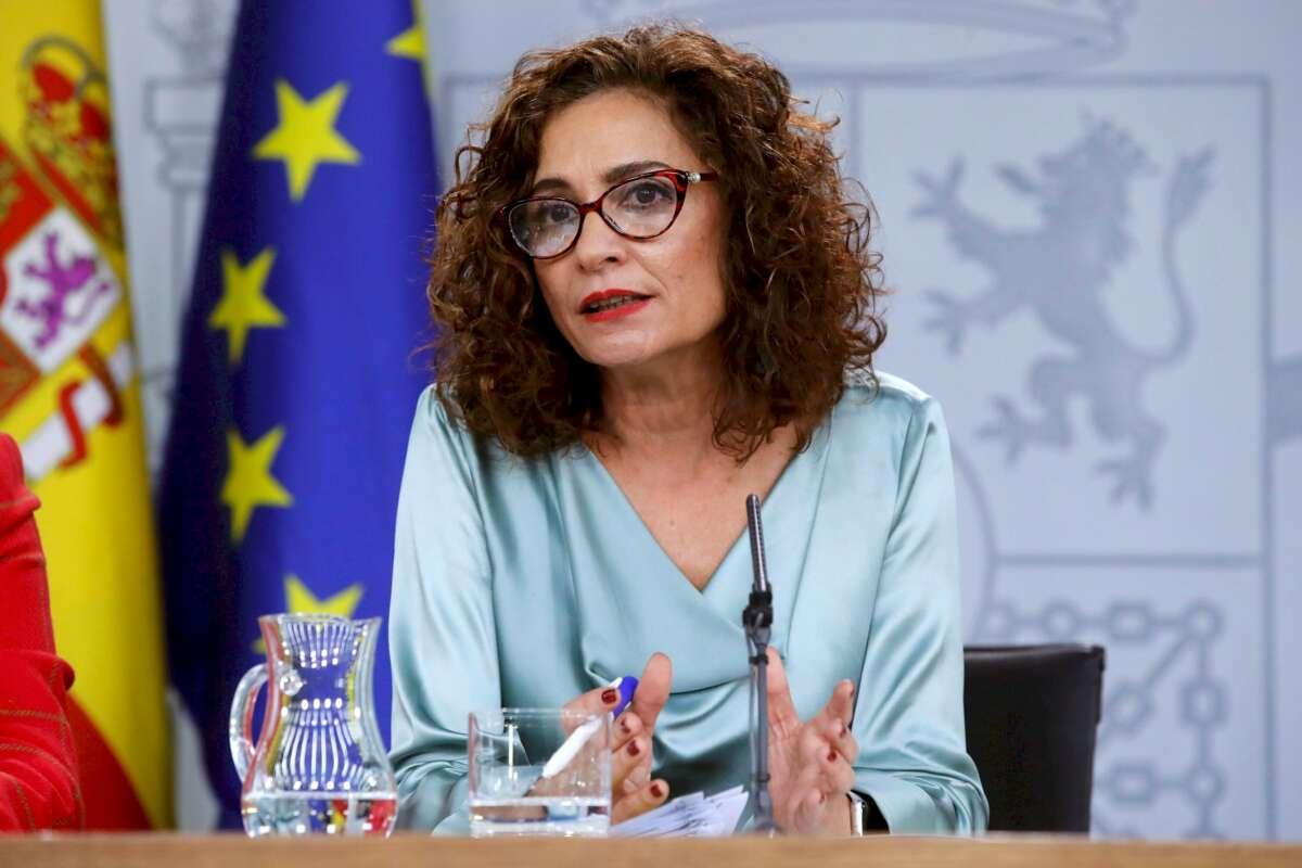 La portavoz del Gobierno y ministra de Hacienda, María Jesús Montero, durante una rueda de prensa. Foto: Efe