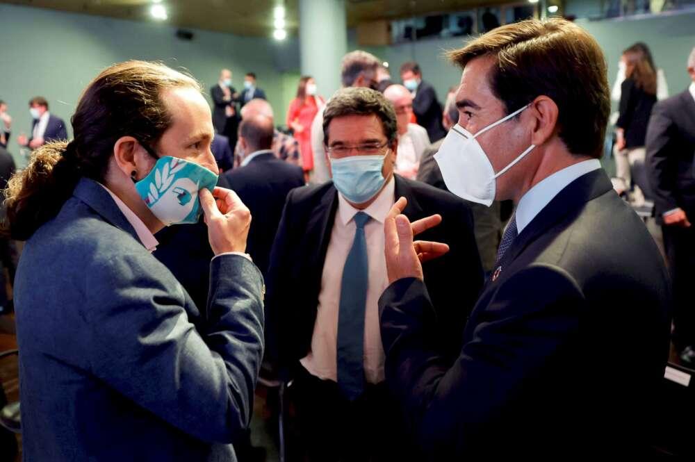 Pablo Iglesias, José Luis Escrivá y Antonio Garamendi tras una conferencia de Pedro Sánchez en Casa de América, el 31 de agosto de 2020 | EFE/Mariscal/Archivo