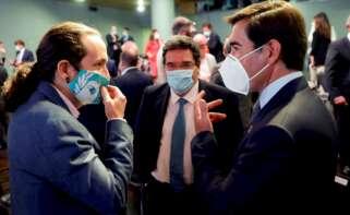 Pablo Iglesias, José Luis Escrivá y Antonio Garamendi tras una conferencia de Pedro Sánchez en Casa de América, el 31 de agosto de 2020   EFE/Mariscal/Archivo