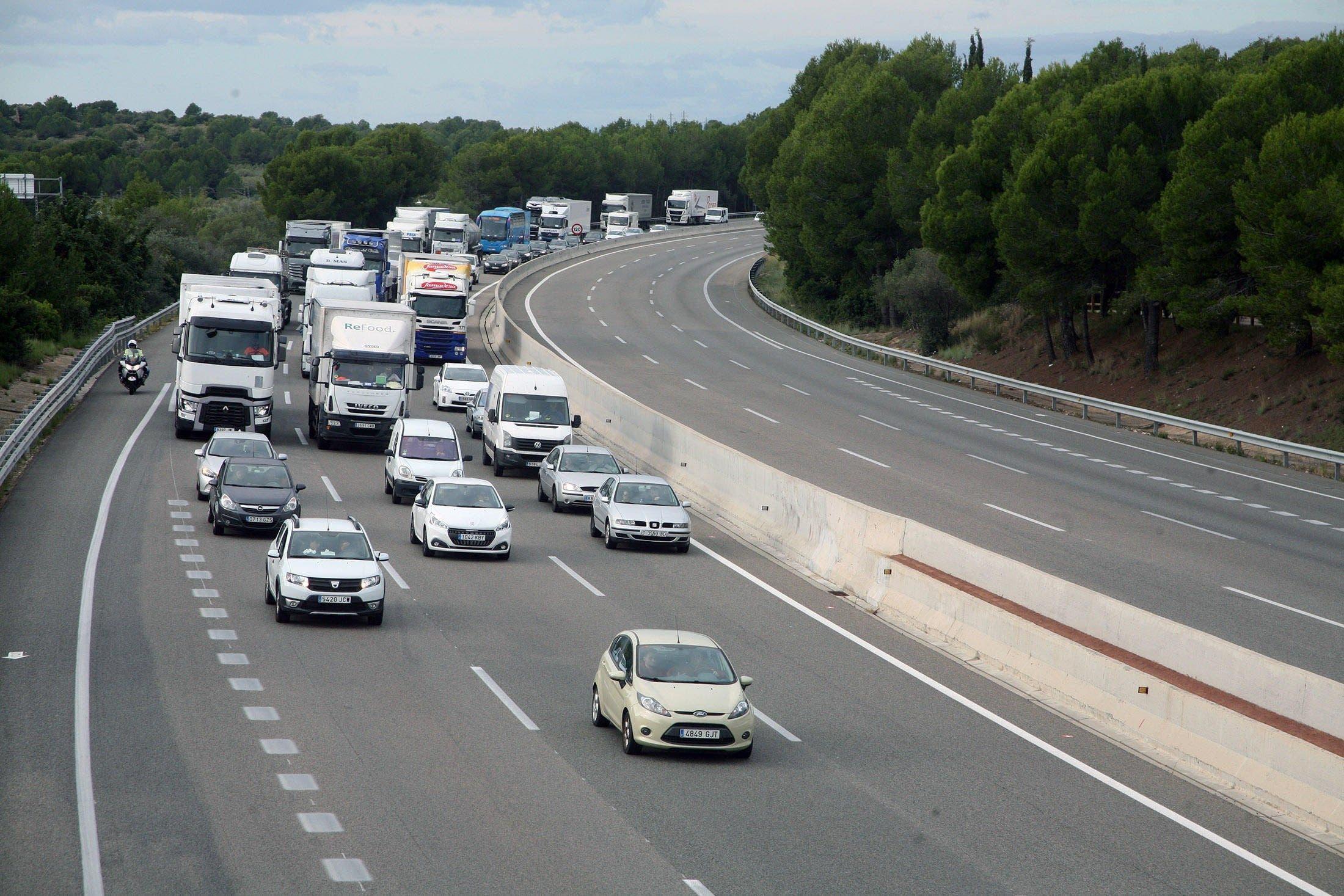 El tráfico de camiones amenaza el plan de autopistas de Sánchez