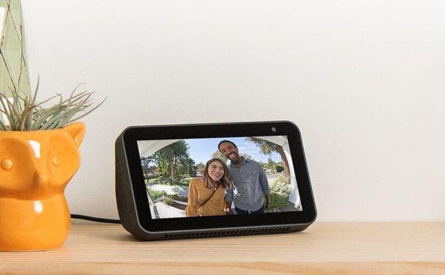 Dispositivos Amazon Echo Show 5. Altavoz inteligente con pantalla y cámara. Fotografía: Amazon