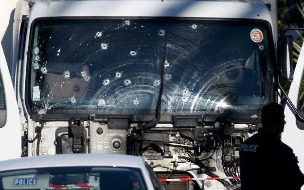 http://www.economiadigital.es/uploads/s1/37/76/01/atentado-niza-camion-77601.jpg?t=1468569737
